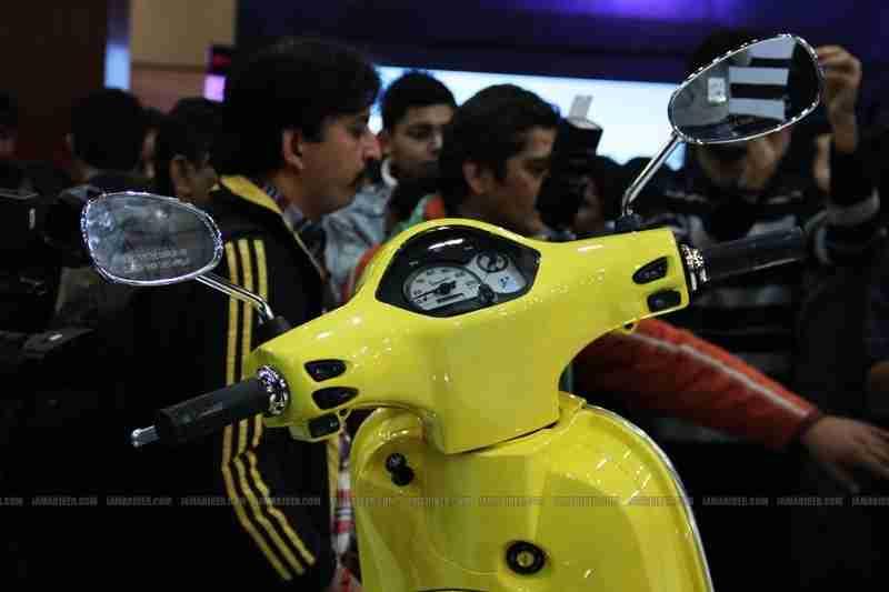 Vespa - Piaggio Auto Expo 2012 India 11