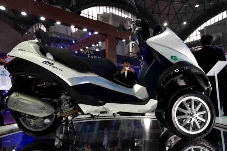 Vespa - Piaggio Auto Expo 2012 India 26