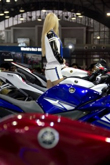 Yamaha R15 V 2.0 new colours red flame Auto Expo 2012 India 24