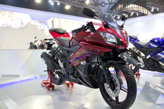 Yamaha R15 V 2.0 new colours red flame Auto Expo 2012 India 29