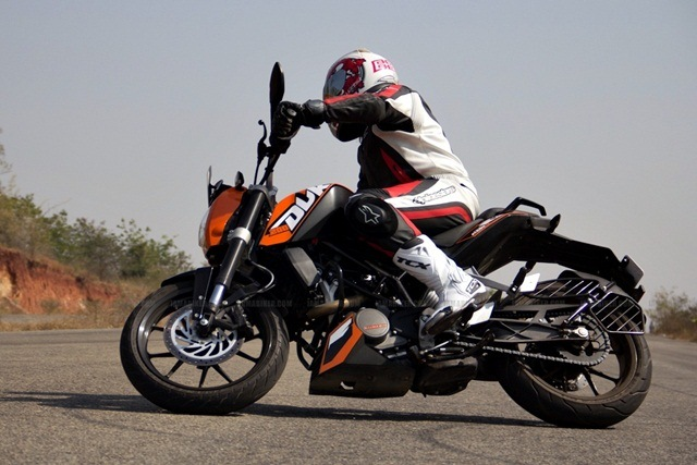 KTM Duke 200 Review