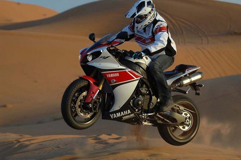 stephane peterhansel yamaha r1 desert 11