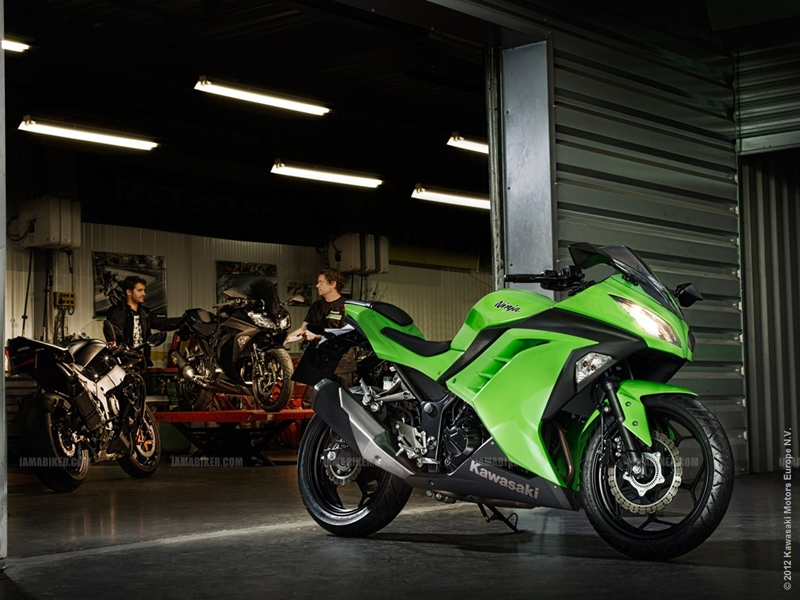 Kawasaki Ninja 300 03
