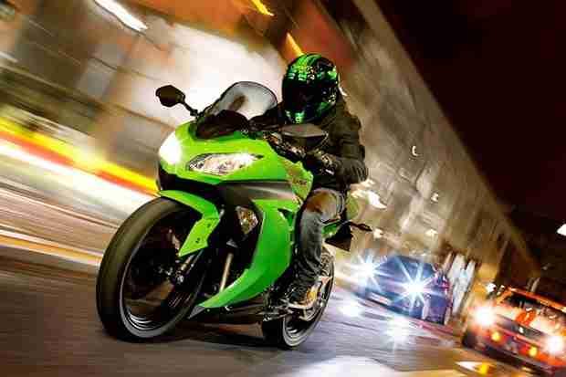 Kawasaki Ninja 300 specifications and photographs