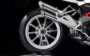 102112-2013-mv-agusta-brutale-1090-rear-wheel