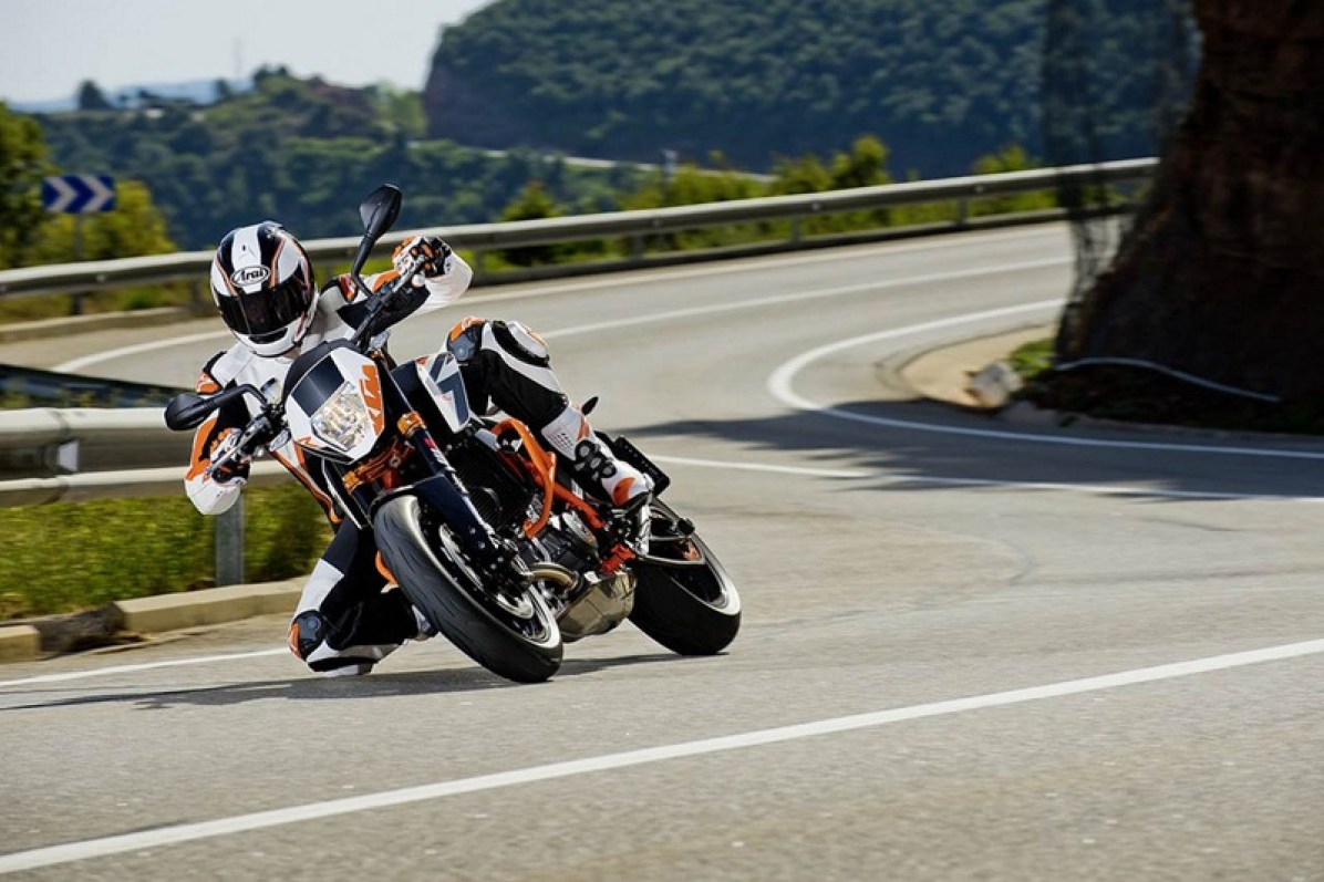 2013 KTM Duke 690 R - 01