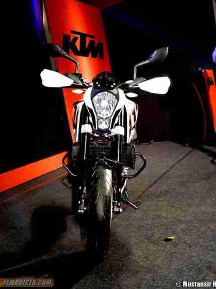 KTM Duke 390 front