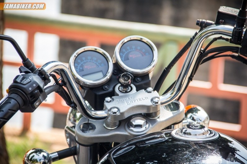 Royal Enfield Thunderbird 500 instrument console
