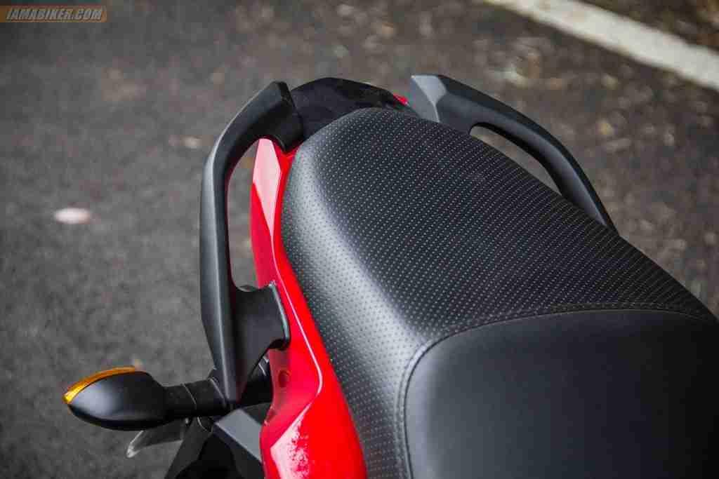2013 Yamaha FZ-S rear grab rails and seat