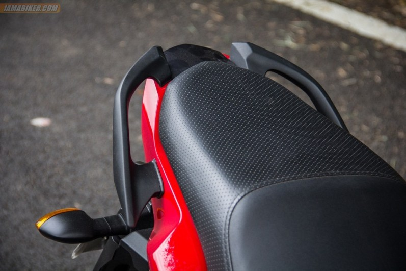 2013 Yamaha FZ-S rear grab rails and seat