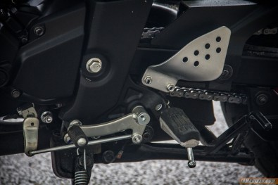 2013 Yamaha FZ-S gear lever and foot peg