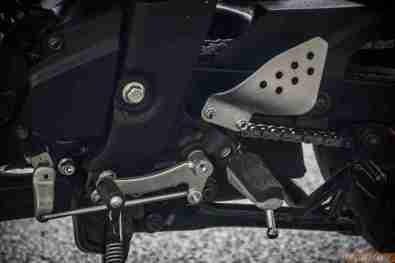 2013 Yamaha FZ-S gear lever and foot peg