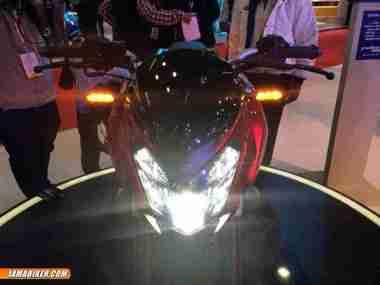 Pulsar CS 400 headlight