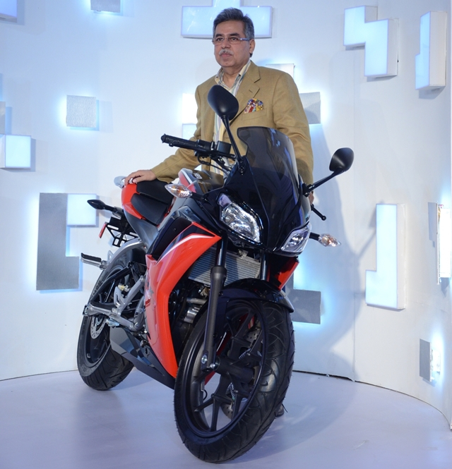 Pawan Munjal with Hero HX250R front view