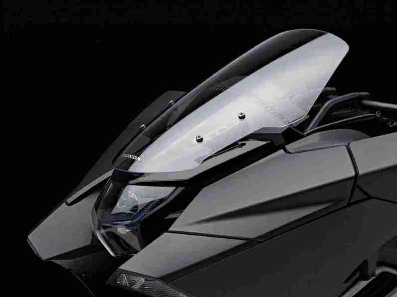 2014 Honda NM4 Vultus side front