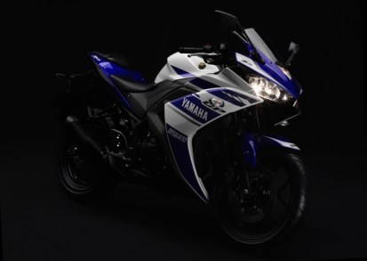 Yamaha YZF-R25 front three quarter