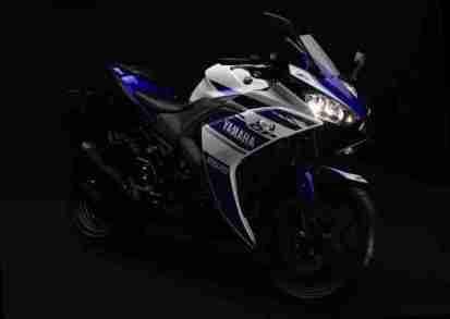 Yamaha YZF-R25 front three quarter