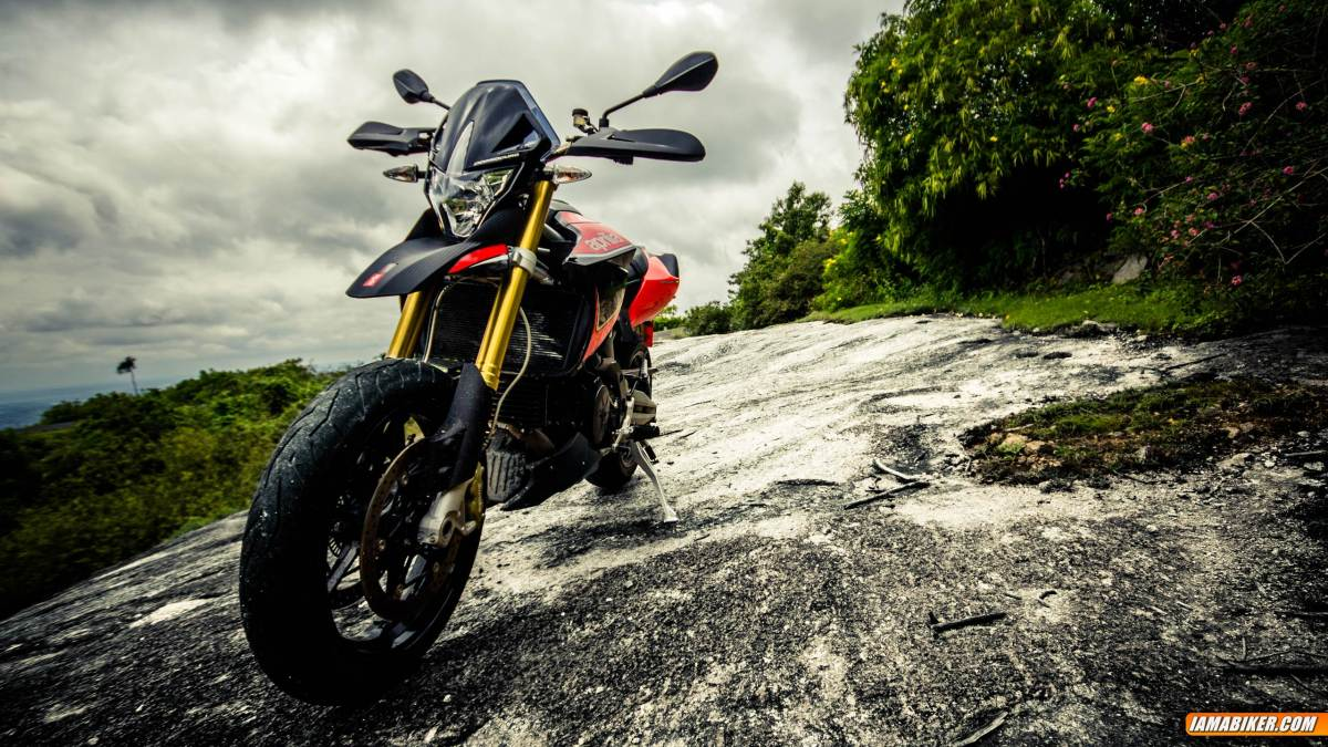 Aprilia Dorsoduro 1200 review - looks feel and build quality