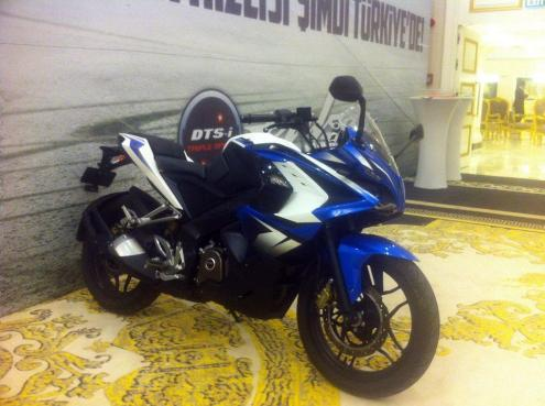 pulsar 200 ss colour blue right three quarter view