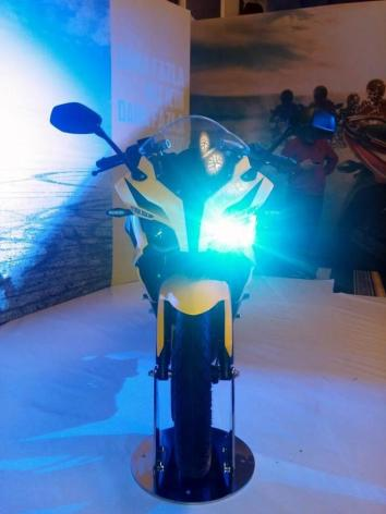 pulsar 200 ss headlight on
