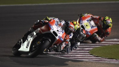Andrea Dovizioso Jorge Lorenzo battle MotoGP Qatar 2015