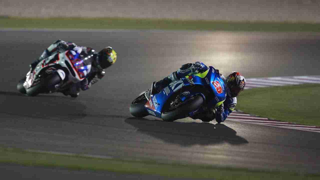Maverick Vinales knee and elbow down Ecstar Suzuki MotoGP Qatar 2015