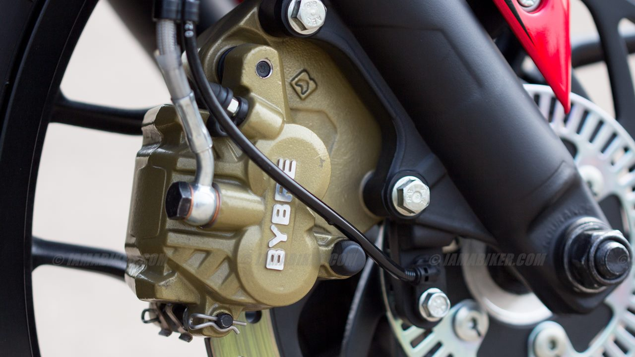 Pulsar RS 200 front brake calliper close up