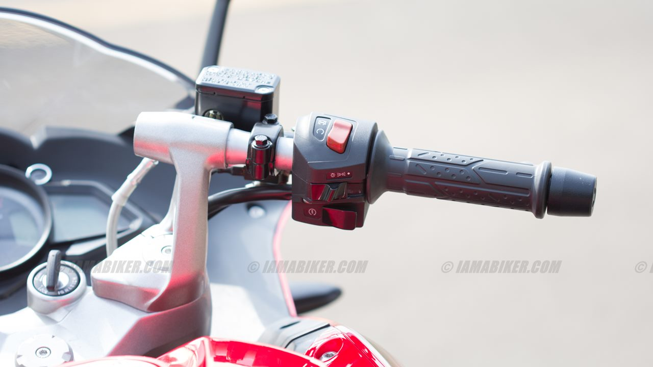 Pulsar RS 200 switch gear right