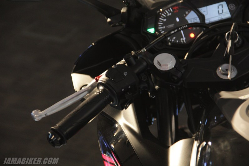 Yamaha YZF-R3 left switch gear