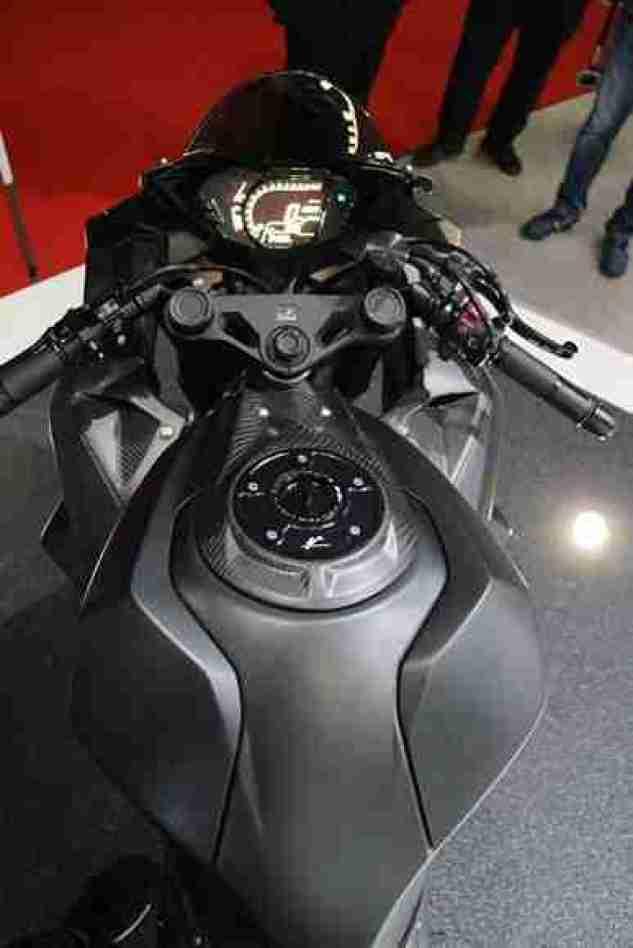 Honda CBR 250RR cockpit