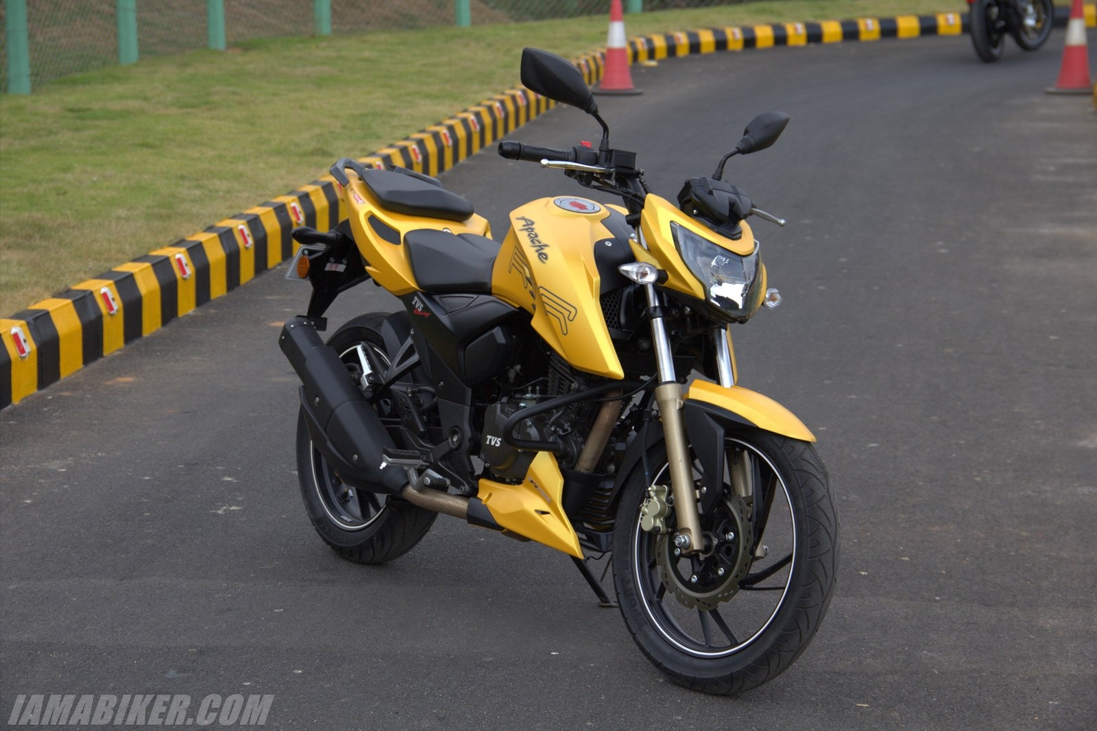 TVS Apache RTR 200 yellow colour option