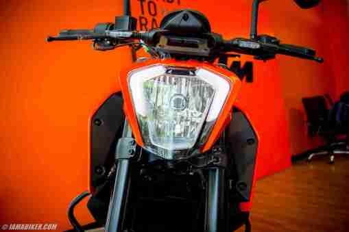 KTM Duke 250 headlight with DRL
