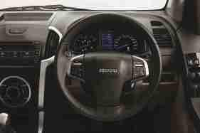 2018 ISUZU D-MAX V-Cross -Auto Cruise Control Steering wheel view