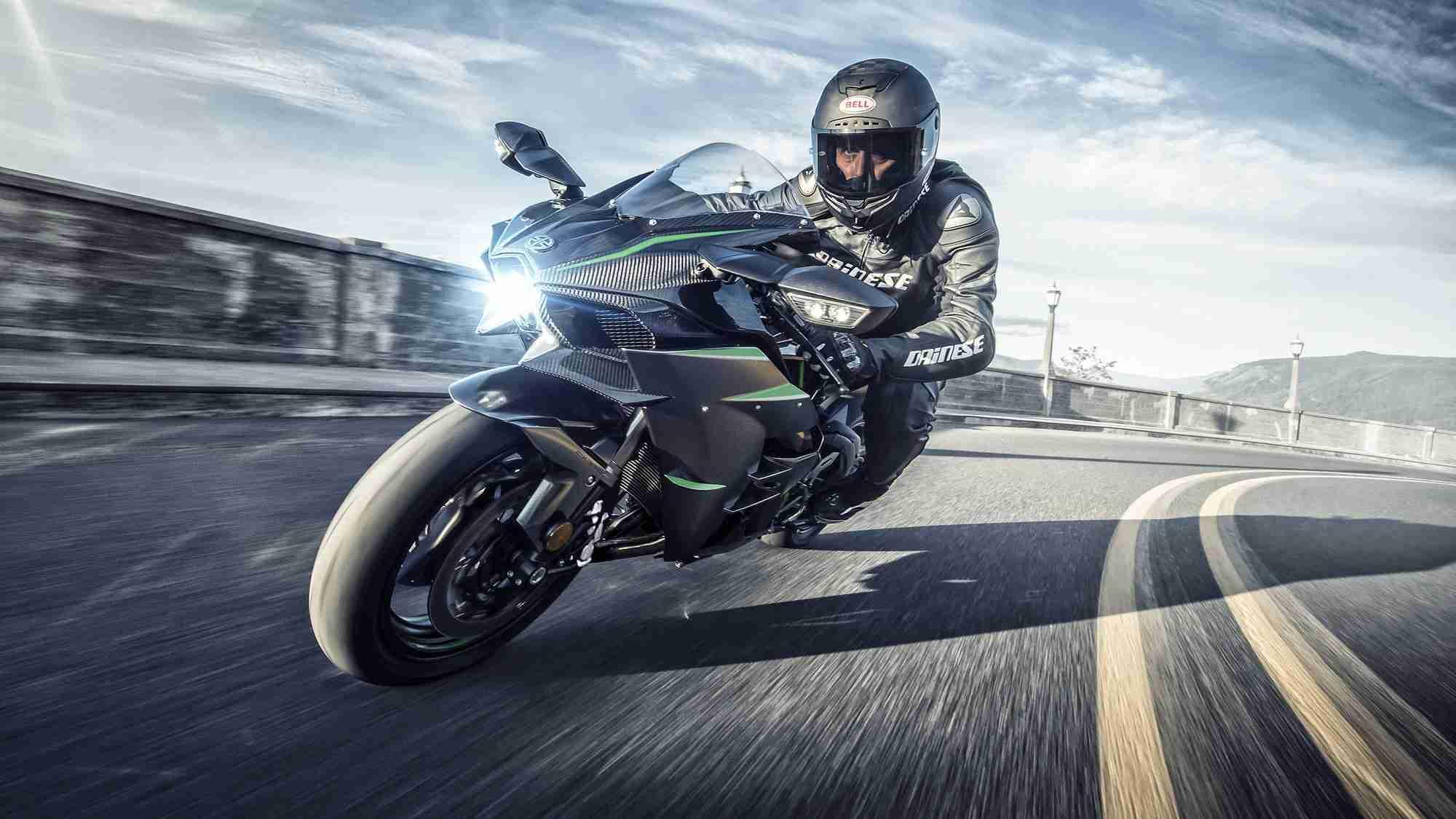 2019 Kawasaki Ninja H2 cockpit