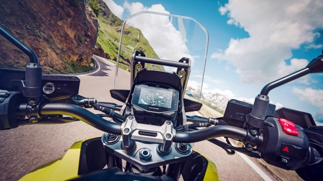Suzuki V-Strom 1050XT and V-Strom 1050 wind screen handlebars