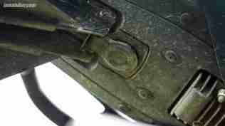 Yamaha MT-15 seat lock