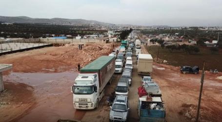 مأساة نازحي إدلب تتفاقم.. الآلاف يبيتون في العراء