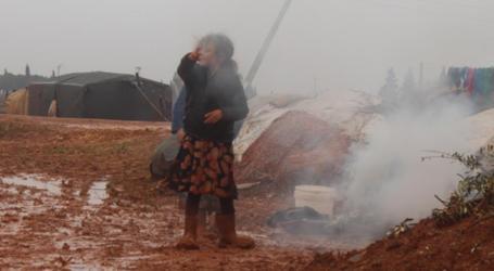 """وفاة عائلة سورية نازحة """"اختناقاً"""" شمال غرب سوريا"""