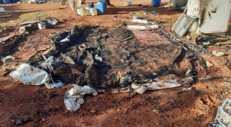 النيران تلتهم عشرات الخيام في منطقة الدانا بإدلب