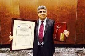إسماعيل الخطيب طبيب حصد جائزة المقص الذهبي
