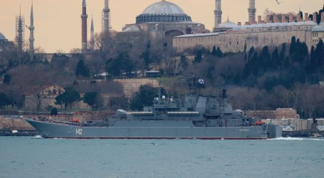 موسكو ترسل سفينتان إلى طرطوس لدعم السلطة السورية (صور)