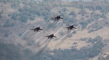 روسيا تتباهى بقصف السوريين.. قناة تنشر فيديو لطائرة تقصف أهداف بالبلاد (فيديو)