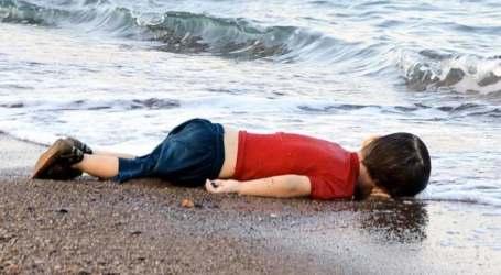 البابا فرنسيس يلتقي والد الطفل السوري آلان كردي الذي غرق في المتوسط