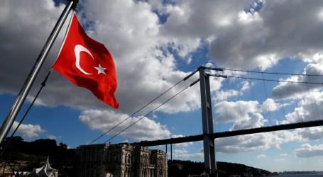 تركيا.. مقتل طفلة سورية خنقاً خلال لعبها بأرجوحة وسيدة حامل تسقط من سطح منزلها