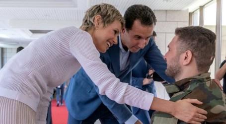 والدة جريح من قوات السلطة تنتفض في وجه أسماء الأسد وتكشف المستور (فيديو)