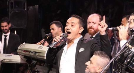 علي الديك يطرد من حفل غنائي في درعا ويضرب بالأحذية (فيديو)