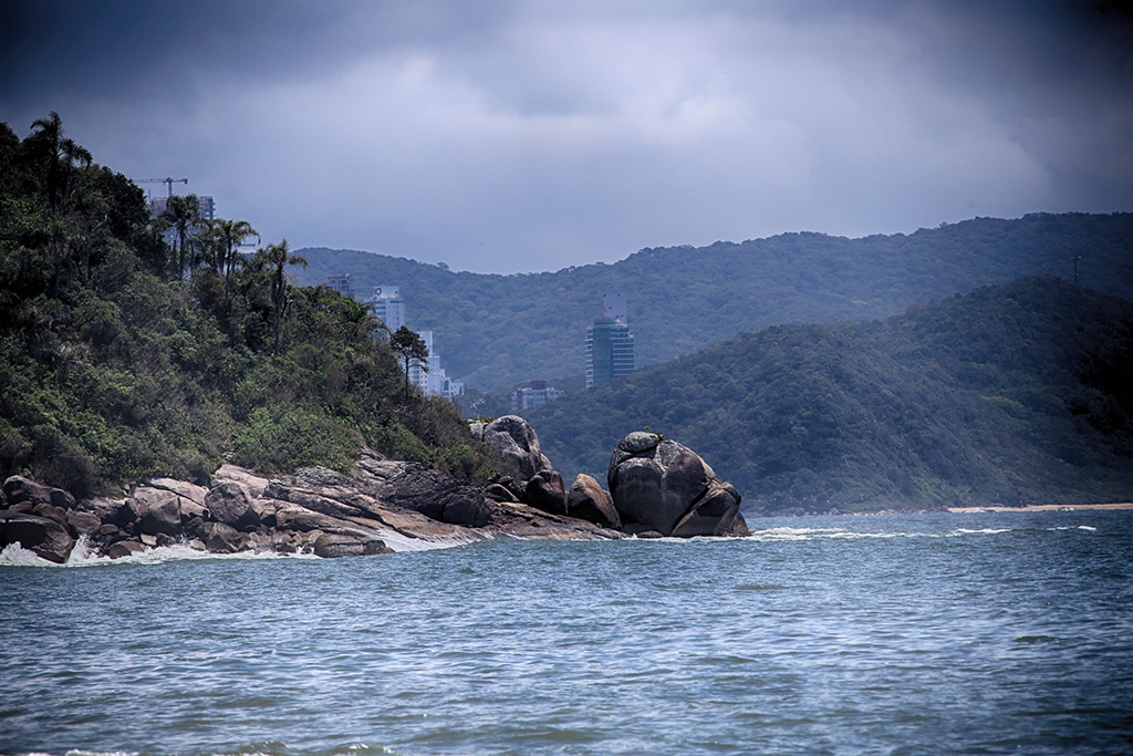 Praia de-Laranjeiras-Brazil03