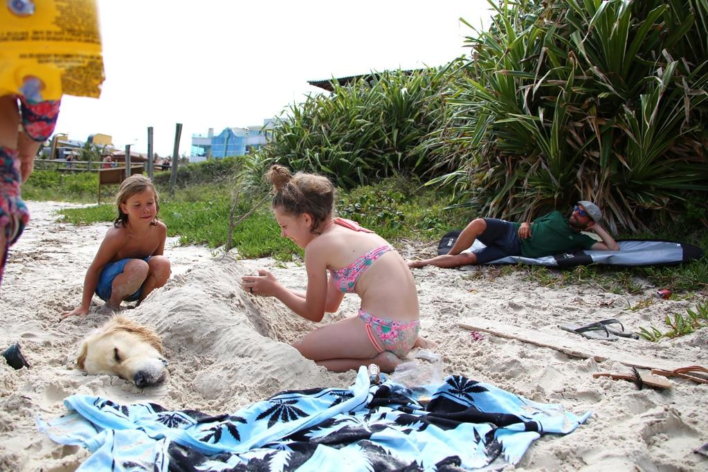 surf-praia-quatro-ilhasBrasil-02