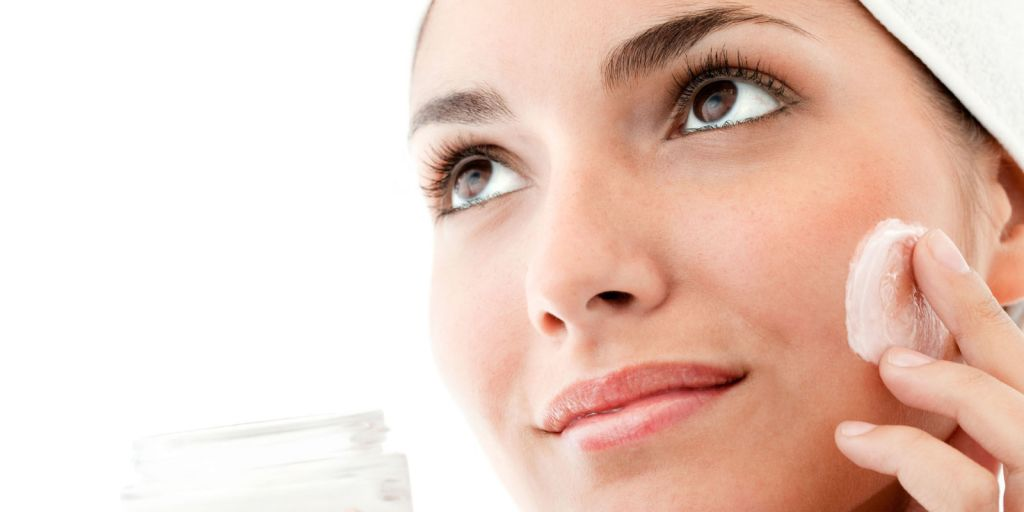 landscape-1456249215-woman-with-face-cream