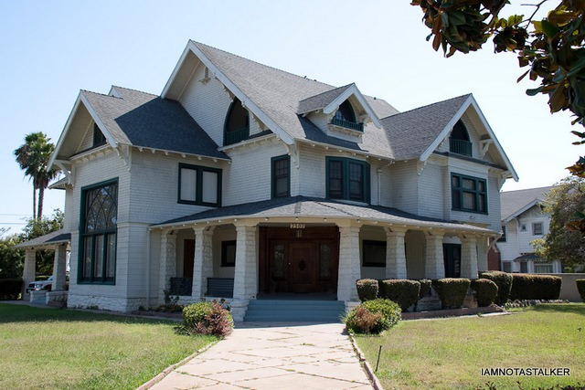 """Six Feet Under Hearse: The Fisher & Sons Funeral Home From """"Six Feet Under"""
